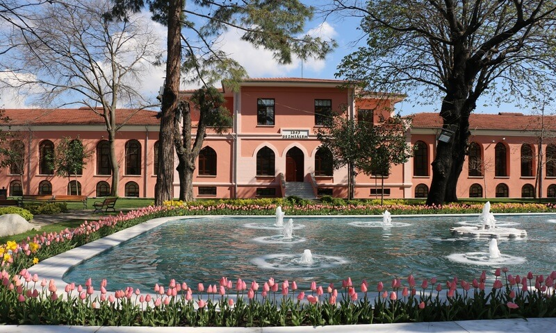 Bezmialem Vakıf Üniversitesi